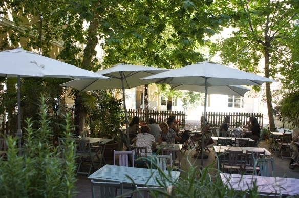 Le Café Bistrót Instituto Francés